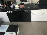 tavoline pune me nga tri fioka