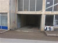 Ipet me qera garazha per autolarje.