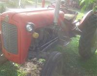 Traktori 533