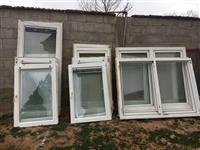 Shes dritare te plastikes dhe kaminen