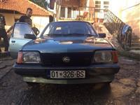 Opel ascona 1.6 benzin