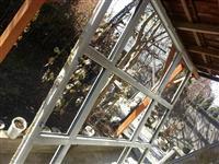 Korniza e dritareve te plastikes me 9 xhama