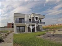 Shtëpi Luksoze 294m2 në shitje në Veternik.