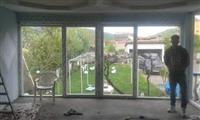 Dyr dritare nga plastika lir