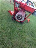 Kultivator Dhe traktor