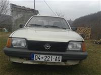 Shitet Opel ascona 220ero