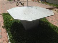 Tavolin prej graniti