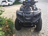 Shes motorin me 4 rrota