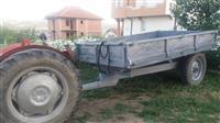Traktor 39 dhe rimorkio e Trepqes