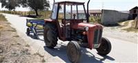 Traktori dhe makina per nxjerrjen e patates