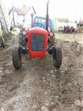 shitet traktori IMT533
