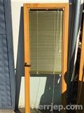 Shes dyer dhe dritare prej druri te perdorme