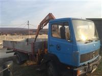 Kamion me Kran 709