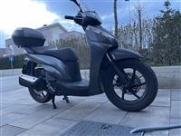 Shes motorin Honda SH300i