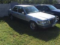 Mercedes 250 Diesel viti 1994 me tabela te austris