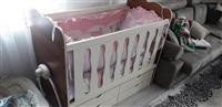 Krevat per bebe urgjent
