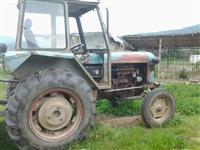 shes traktorin me tgjitha mjetet e punes