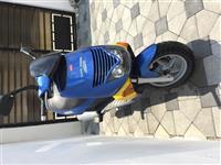 Shes motorin Aprillia Leonardo 125cc