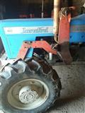 Ngarkusi i traktorit Landin dhe Massey ferguson