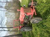 Shes ose ndrroj traktor masey ferguson.