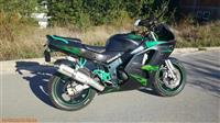 SHES KAWASAKI NINJA ZX-6R (sport bike)