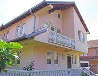 Shitet shtëpia në lagjën Janina, prapa Grand Store