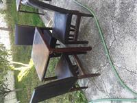 Tavolina dhe karrika