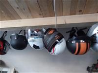 Shes helmeta te ndryshme per motorra dhe bicikleta