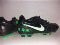 Atlete futbolli Nike