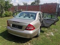 Shitet vetura Mercedes-Benz