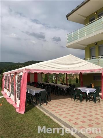 Tend-karrik-tavolina-me-qera-049306493