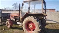 Traktor Zetor dhe maqinë per sillazh