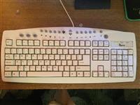 Shitet PC me tastier dhe maus