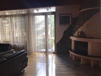 Leshohet shtepia 450m2 me qera ne Pejton