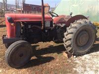 Shitet traktori. 58