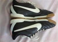 Pumat E Futbollit Nike Tiempo