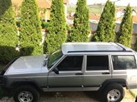 shitet vetura Jeep i blinduar
