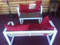 Tavolina dhe karriga
