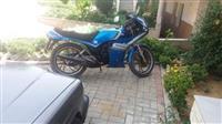 Shes motorrin Yamaha