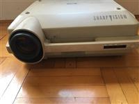 Projektor kino SHARP te modelit XG-3900E ne gjen