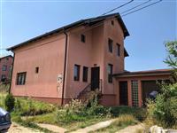 Ofrojm Shtëpin në Shitje në Bërnic, 300m2 & 6 ari