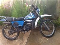 shes motorr Suzuki 125 kubik bej ndrrim me makin