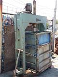Makine-Pres per shtypjen e materialeve recikluese
