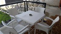 Tavolinë me 4 karrige