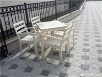Tavoline dhe karrike