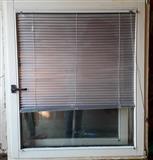 Shiten: Dyer dhe Dritare