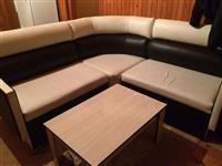 Shitet sofa se bashku me tavoline