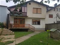 Shitet trualli dhe shtepia ne qender te Gjakoves