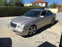 Mercedes E 220 .