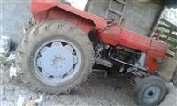 Sjitet traktori me vllaqa pllugj edhe kabin